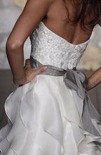 Load image into Gallery viewer, Jim Hjelm '8962 Semi Sweetheart' size 6 used wedding dress side view on model