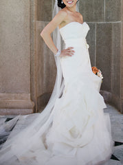 Vera Wang 'Erica' size 0 used wedding dress side view on bride