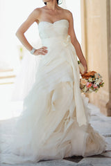 Vera Wang 'Erica' size 0 used wedding dress front view on bride