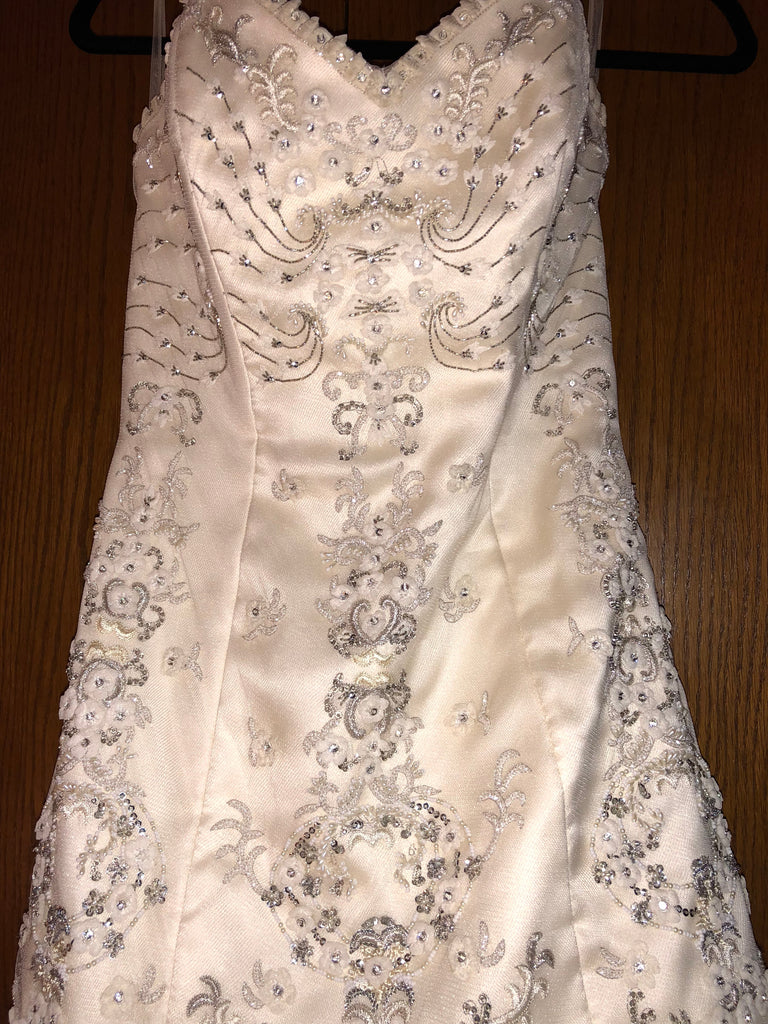 Exquisite Bride 'Zoe' size 10 new wedding dress front view close up