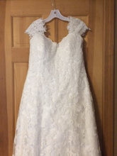 Load image into Gallery viewer, Maggie Sottero 'Lorie' - Maggie Sottero - Nearly Newlywed Bridal Boutique - 1