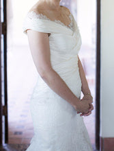 Load image into Gallery viewer, Carolina Herrera 'Andrea' - Carolina Herrera - Nearly Newlywed Bridal Boutique - 3