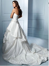 Load image into Gallery viewer, Alfred Angelo 'Sapphire Collection 758' size 12 used wedding dress side view on model