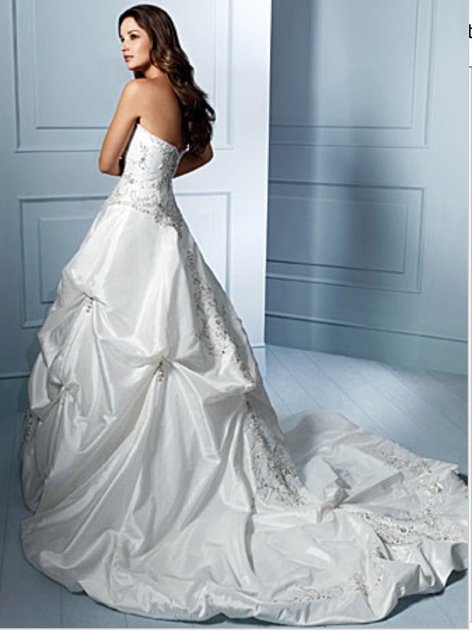 Alfred Angelo 'Sapphire Collection 758' size 12 used wedding dress side view on model