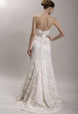 Monique Lhuillier 'Alencon Sweetheart' - Monique Lhuillier - Nearly Newlywed Bridal Boutique - 8
