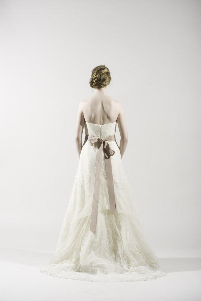 Vera Wang Ivory Lace Organza Gown - Vera Wang - Nearly Newlywed Bridal Boutique - 3