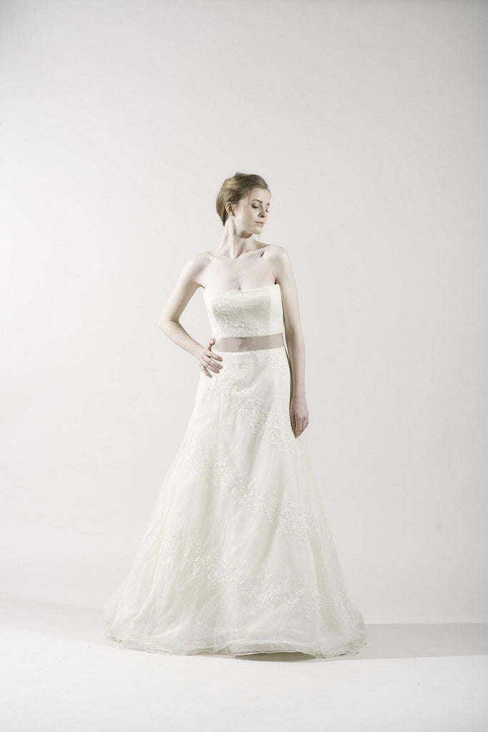 Vera Wang Ivory Lace Organza Gown - Vera Wang - Nearly Newlywed Bridal Boutique - 1