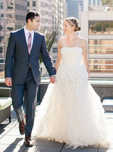 Load image into Gallery viewer, Oscar De La Renta '44E24IV' - Oscar de la Renta - Nearly Newlywed Bridal Boutique - 1
