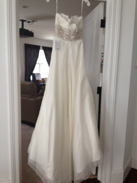 Monique Lhuillier 'Bliss' 0902 Wedding Dress - Monique Lhuillier - Nearly Newlywed Bridal Boutique - 4