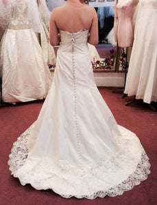 Monique Lhuillier Zuzanna Strapless Wedding Dress - Monique Lhuillier - Nearly Newlywed Bridal Boutique - 5