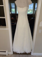 Load image into Gallery viewer, Monique Lhuillier 'Bliss' - Monique Lhuillier - Nearly Newlywed Bridal Boutique - 1