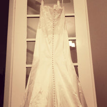 Load image into Gallery viewer, Monique Lhuillier 'Bliss' 1103 Wedding Dress - Monique Lhuillier - Nearly Newlywed Bridal Boutique - 3