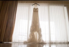 Load image into Gallery viewer, Alvina Valenta 'Sanise' size 6 used wedding dress front view on hanger