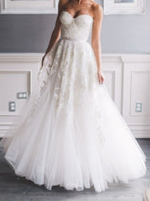 Load image into Gallery viewer, Reem Acra 'Heavenly Lace' - Reem Acra - Nearly Newlywed Bridal Boutique - 3