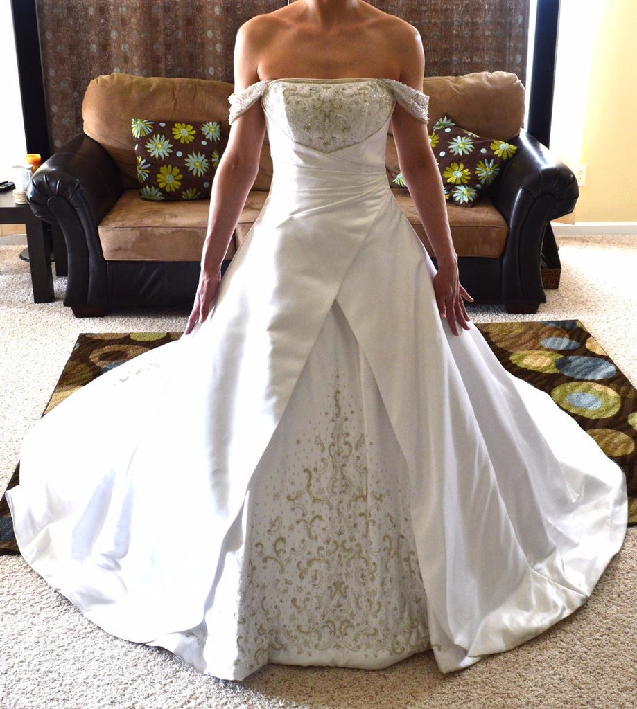 Alfred Sung '6572' size 4 used wedding dress front view on bride