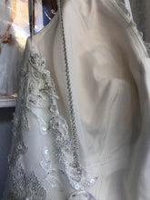 Load image into Gallery viewer, Stella York '6347' size 4 new wedding dress view of lining