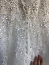Load image into Gallery viewer, Stella York '6347' size 4 new wedding dress close up of fabric