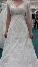 Load image into Gallery viewer, David's Bridal 'Cap Sleeve' size 2 new wedding dress front view on bride