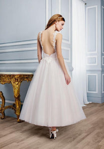 Moonlight 'Tango T750' size 6 new wedding dress back view on model