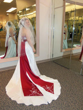 Load image into Gallery viewer, David's Bridal 'Apple Ball Gown' size 6 used wedding dress side view on bride