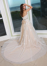 Load image into Gallery viewer, Da Vinci '50231' size 12 used wedding dress back view on model
