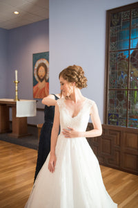 Allure Bridals '9470' size 00 used wedding dress front view on bride