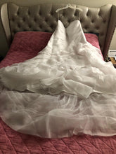 Load image into Gallery viewer, Vera Wang White 'Trumpet' size 24 new wedding dress front view on hanger