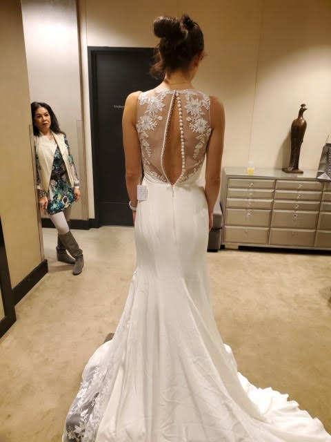 Monique Lhuillier 'V Neck Lace' size 2 new wedding dress back view on bride