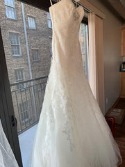 Pronovias 'Basauri' size 6 new wedding dress side view on hanger