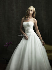 Allure Bridals '8816' size 4 used wedding dress front view on model