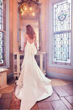 Load image into Gallery viewer, Sareh Nouri 'Paulina' size 2 used wedding dress back view on model