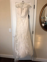 Load image into Gallery viewer, Vera Wang White '351427' size 4 new wedding dress back view on hanger