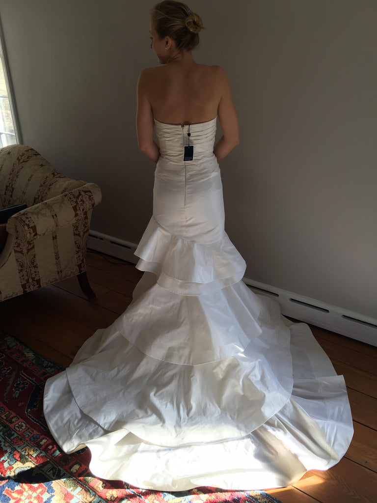 Oscar de la Renta '22n07' size 2 new wedding dress back view on bride