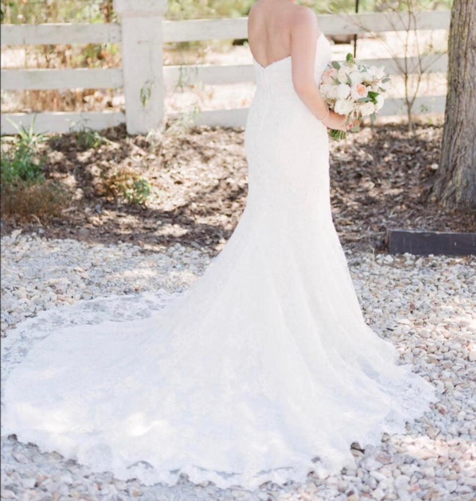 Allure \'Slim A Line Lace\' size 12 used wedding dress - Nearly Newlywed
