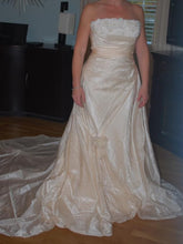 Load image into Gallery viewer, Pronovias 'Uango' - Pronovias - Nearly Newlywed Bridal Boutique - 2