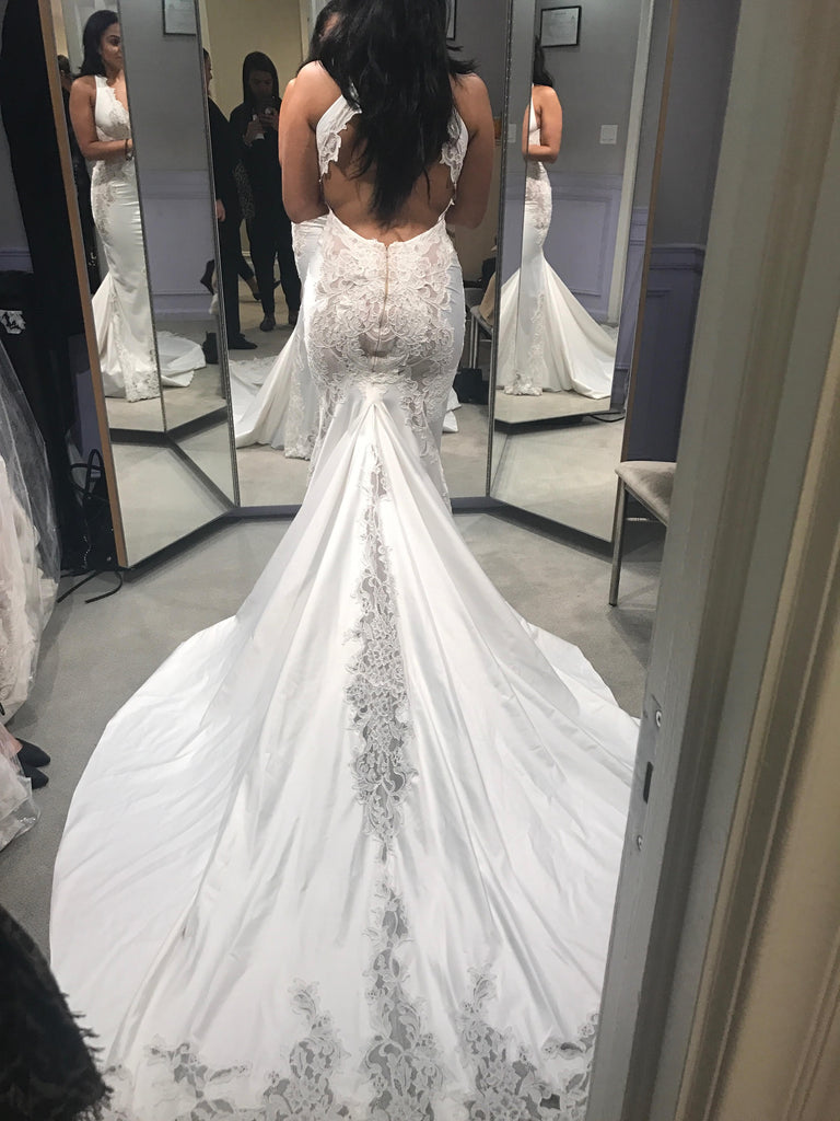 Pnina Tornai '4457' size 6 sample wedding dress back view on bride