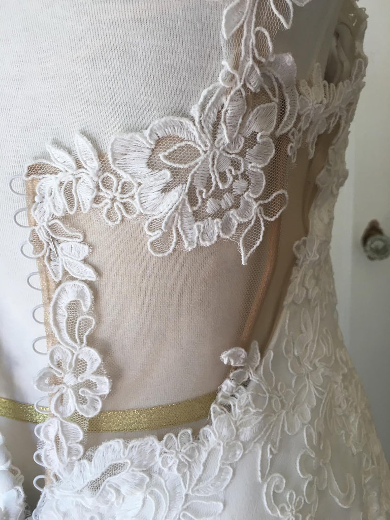 Essence of Australia 'Lace Cap Sleeve' size 8 new wedding dress close up of lace work