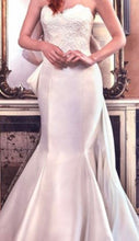 Load image into Gallery viewer, Sareh Nouri 'Paulina' size 2 used wedding dress front view close up