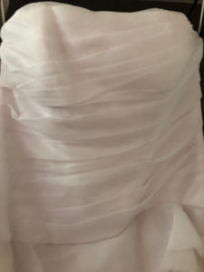 Vera Wang White 'Trumpet' size 24 new wedding dress view of bodice