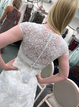 Load image into Gallery viewer, David's Bridal 'Cap Sleeve' size 2 new wedding dress back view on bride