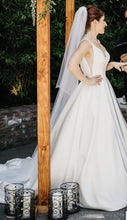 Load image into Gallery viewer, Moonlight 'J6503' size 4 used wedding dress side view on bride