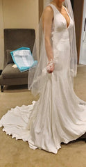 Monique Lhuillier 'V Neck Lace' size 2 new wedding dress side view on bride