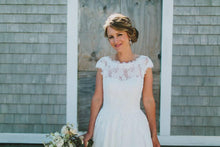 Load image into Gallery viewer, Robert Bullock 'Amaris' size 4 used wedding dress front view on bride