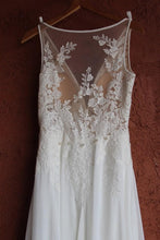 Load image into Gallery viewer, Pronovias 'Escala' size 4 used wedding dress back view of dress