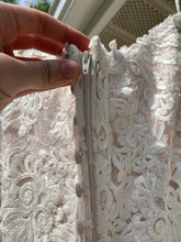 Load image into Gallery viewer, Essence Of Australia 'Moscato 6257' size 6 used wedding dress view of zipper