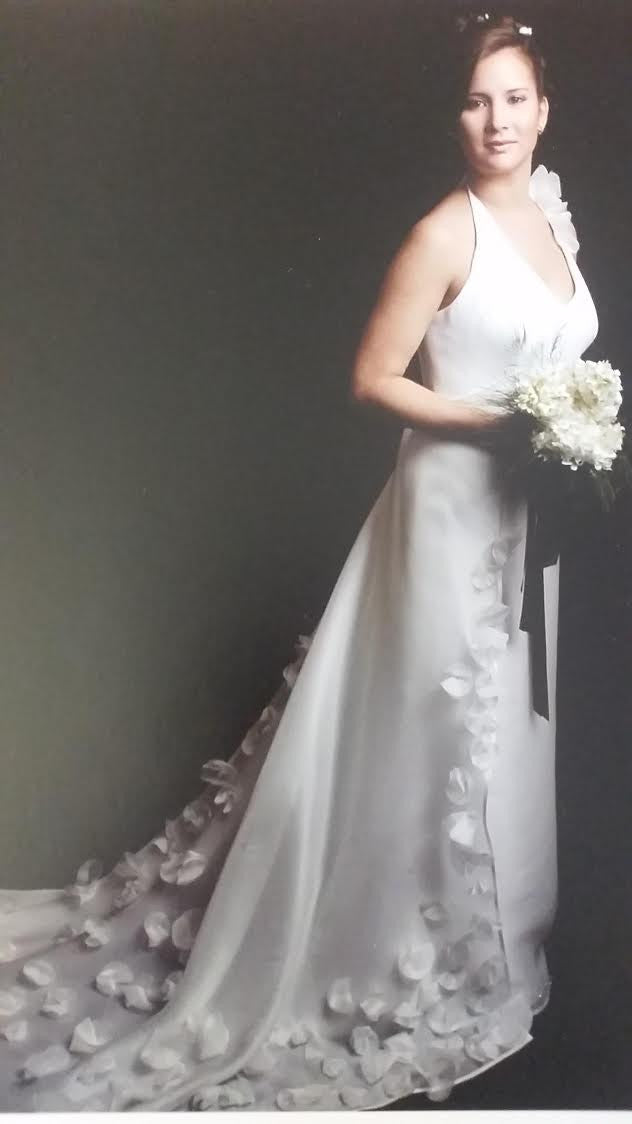 Amarildine 'Custom' size 6 used wedding dress side view on bride