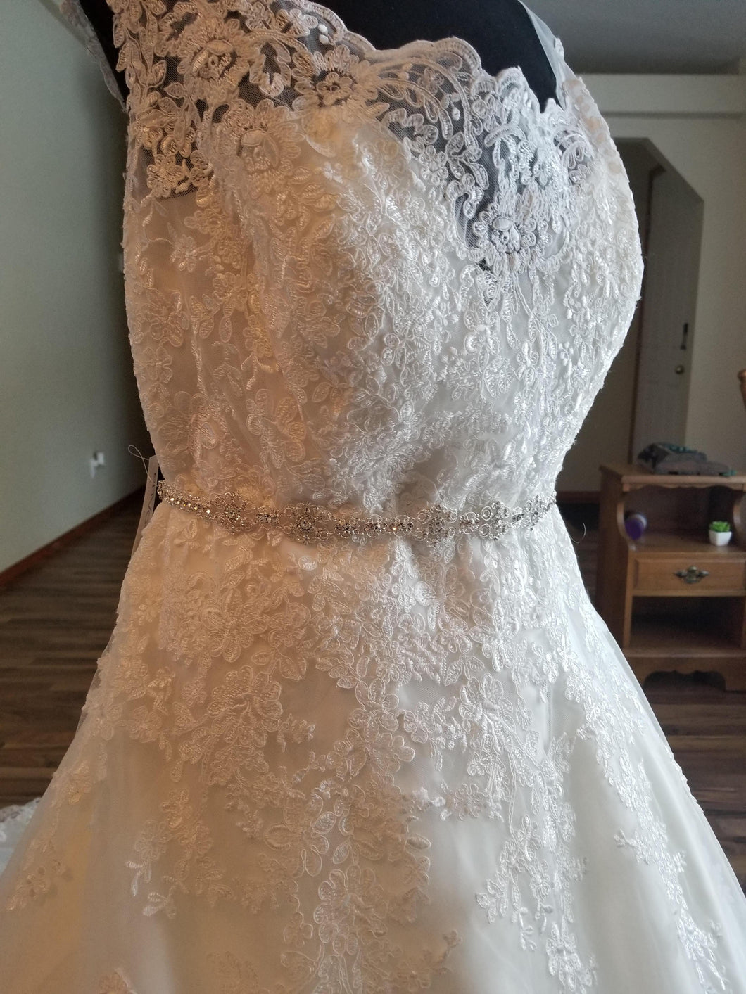 Maggie Sottero 'Ballgown Princess' size 22 new wedding dress side view on mannequin
