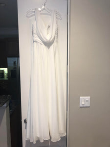Mary's Designer Bridal Boutique 'A Line' size 8 new wedding dress on hanger