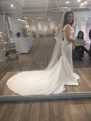Pronovias 'Racimo' size 8 new wedding dress side view on bride