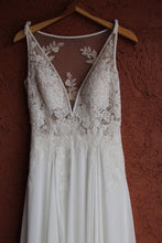 Load image into Gallery viewer, Pronovias 'Escala' size 4 used wedding dress front view close up